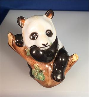 Herend Guild / Smithsonian 2002 Panda Annual Figurine